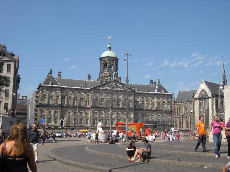 Dam square amsterdam netherlands e architect for Ostello amsterdam piazza dam