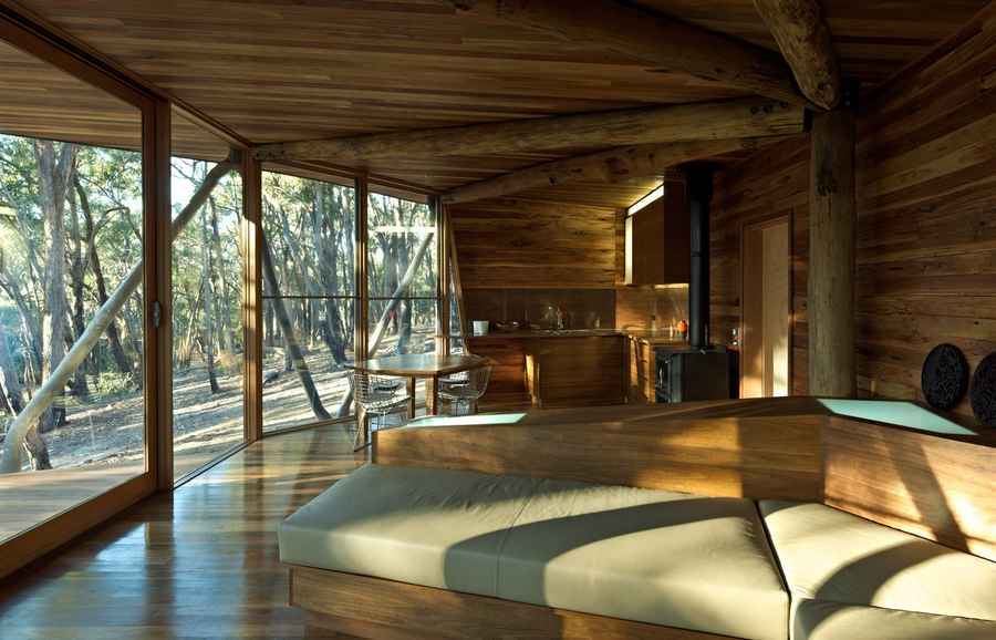 Trunk house australian rural property central highlands for Contemporary log home plans