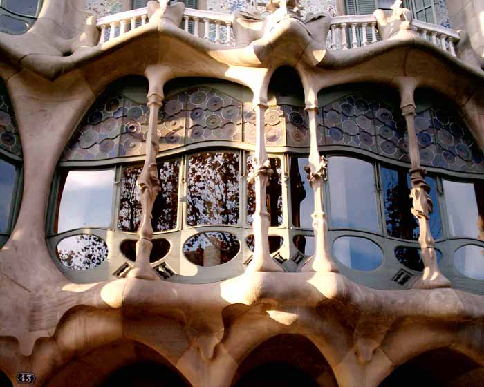 Barcelona architecture catalan buildings e architect for Architecture gaudi