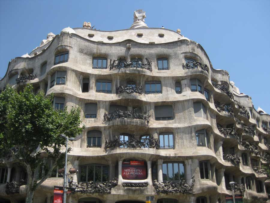 Antoni gaudi architect barcelona spain e architect for Architecture gaudi