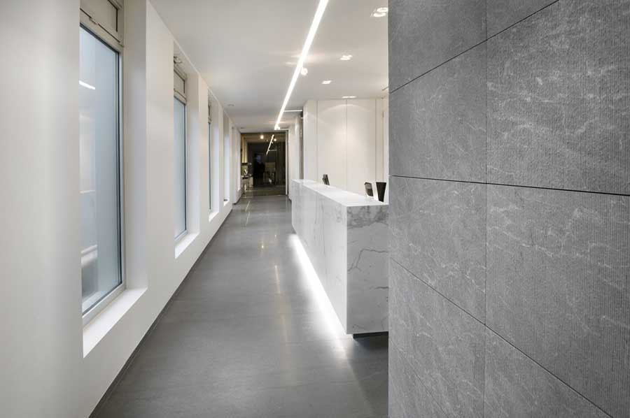 Stone company zulte belgium van den weghe display hall for Buro interior design