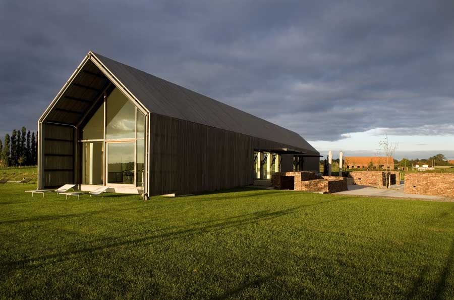 Barn house belgium belgian home e architect for Barn home designs
