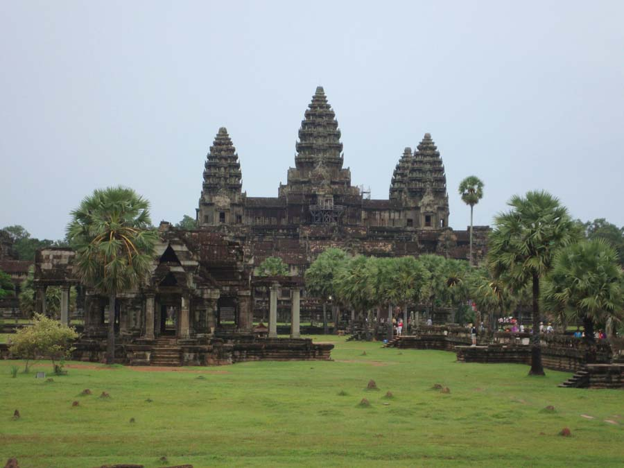 Angkor temples cambodia temple building angkor wat e for Wat architecture