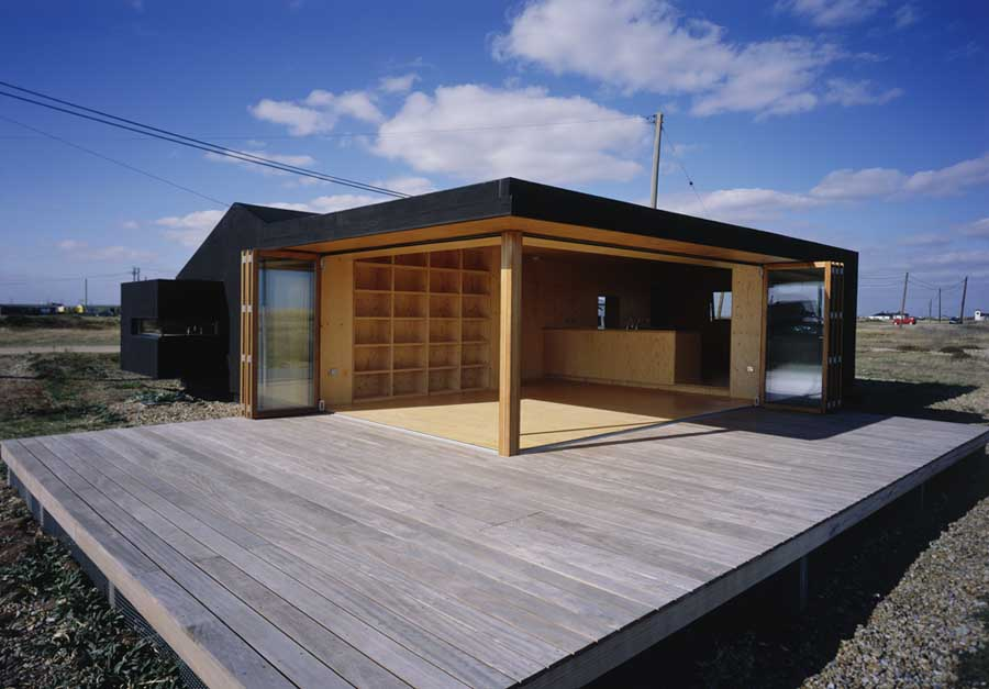 Black rubber beach house dungeness kent e architect for Beach house designs sa