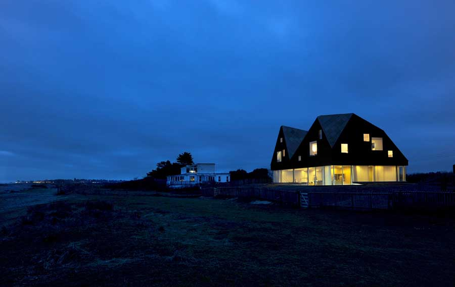 The Dune House Suffolk – design by Jarmund/Vigsnæs Architects (JVA) in Thorpeness, UK
