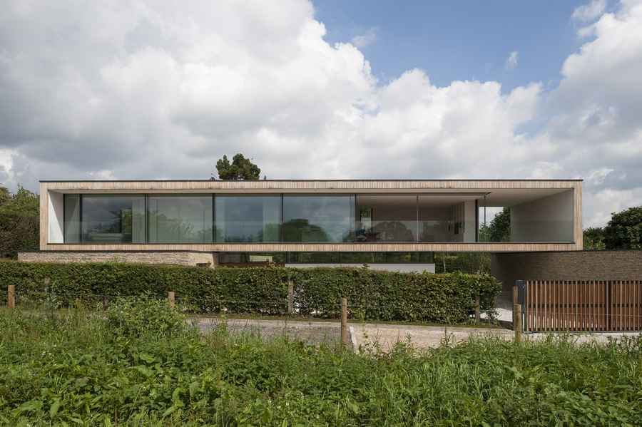 Modern mansion near london england e architect for Home architects near me