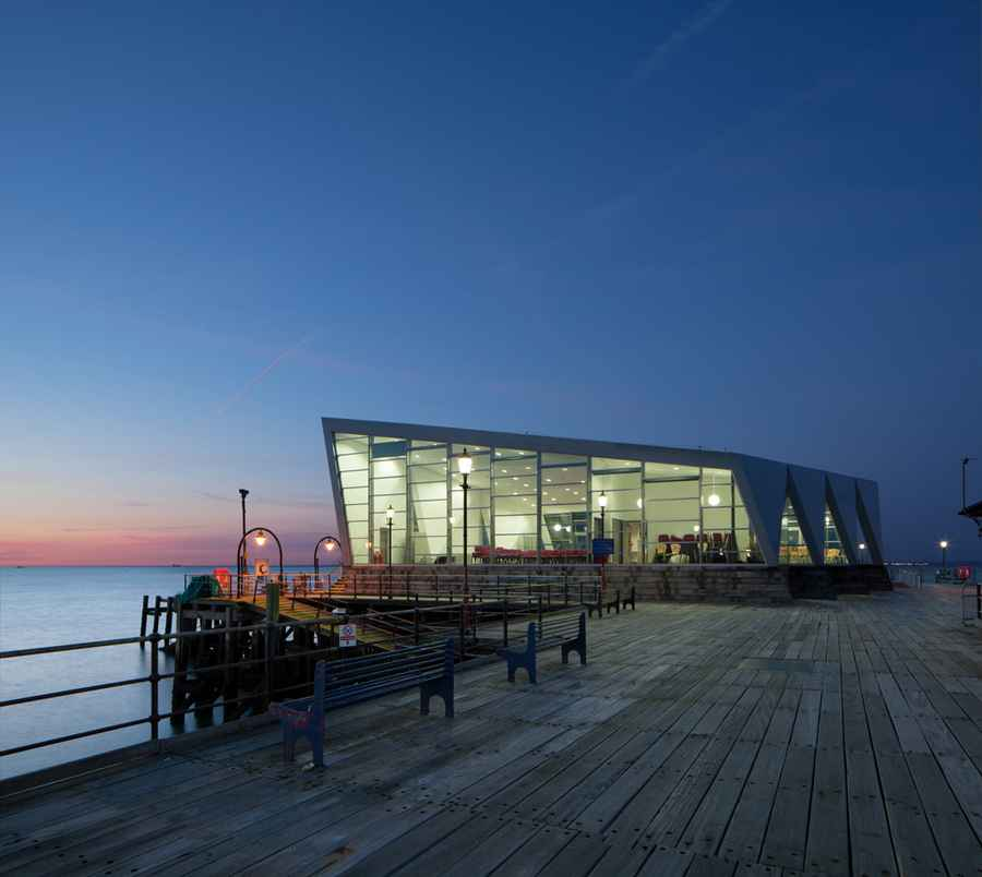 Southend pier cultural centre essex southend pier for Building a house on piers