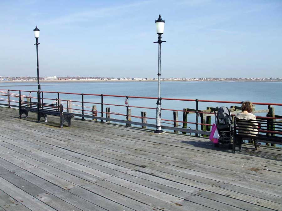 southend on sea jewish dating site Canvey island lies off the south coast of essex east of london, and west of southend-on-sea the island is separated from the mainland to the north and west by benfleet, east haven and vange creeks, and faces the thames estuary to the east and south.