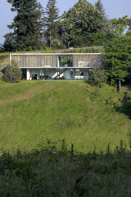 http://www.e-architect.co.uk/images/jpgs/france/lyon_house_aum110309_12.jpg