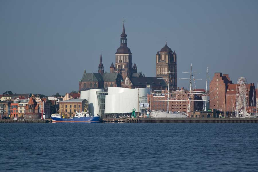 http://www.e-architect.co.uk/images/jpgs/germany/ozeaneum_stralsund_behnisch170309_fo.jpg