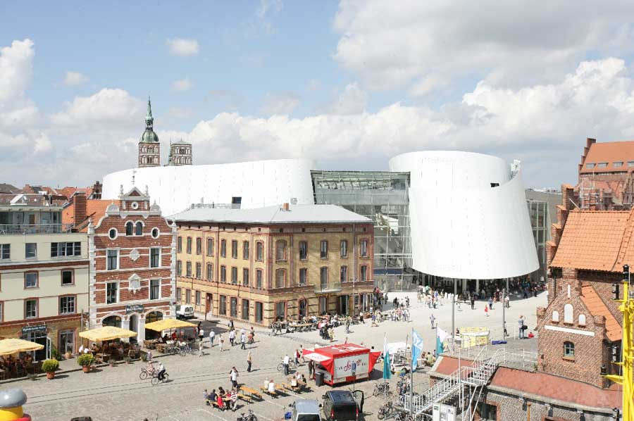http://www.e-architect.co.uk/images/jpgs/germany/ozeaneum_stralsund_behnisch170309_jms_9.jpg