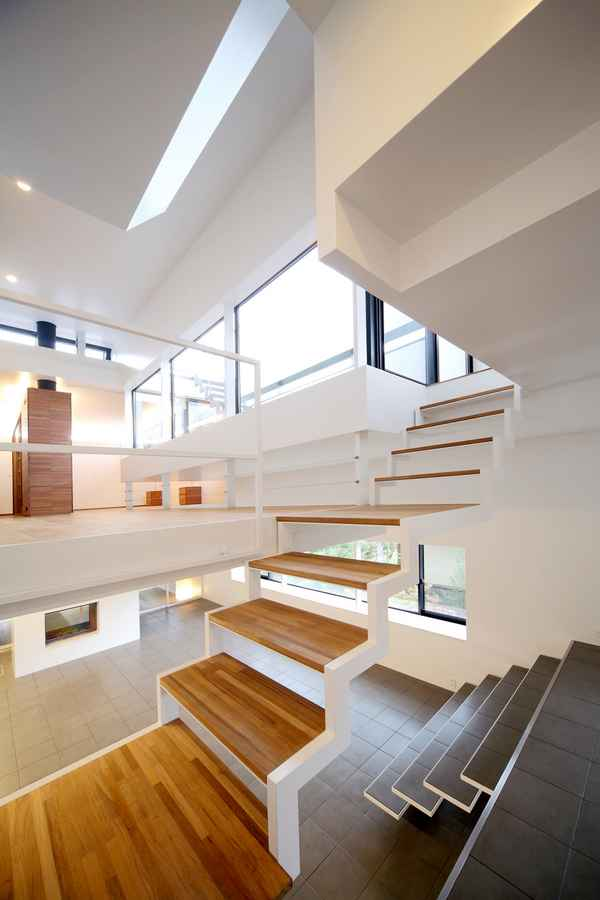 Japanese houses new property in japan e architect for Escaleras kapnes