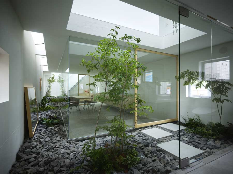 House in moriyama nagoya residence japan e architect for Interior zen garden