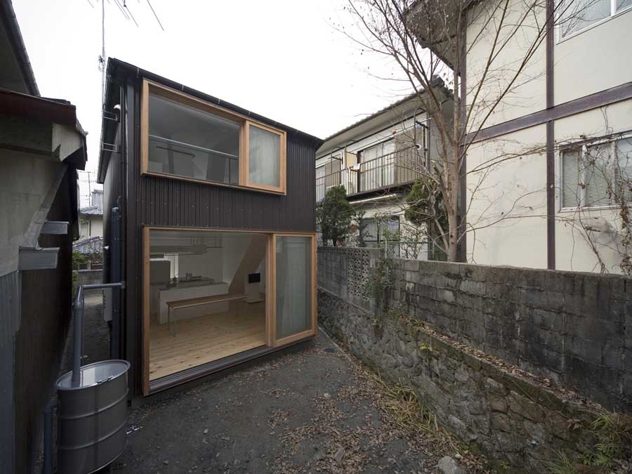 Light well house kyoto home japan keiichi hayashi for Well designed small houses