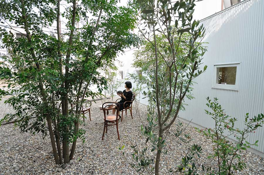 Little one-room house with a curve, Nagoya city Building, studio ...