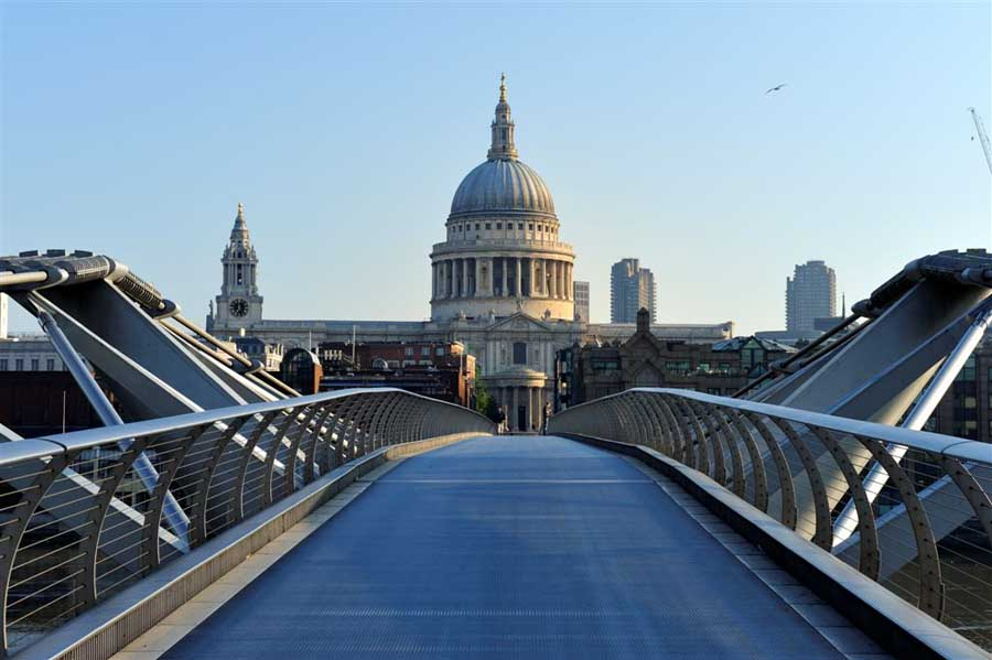 Risultati immagini per st paul's cathedral london millennium bridge