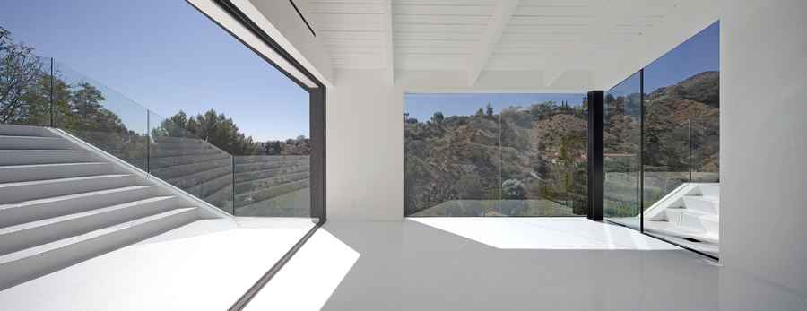 Nakahouse hollywood hills residence property e architect for Minimalist house los angeles