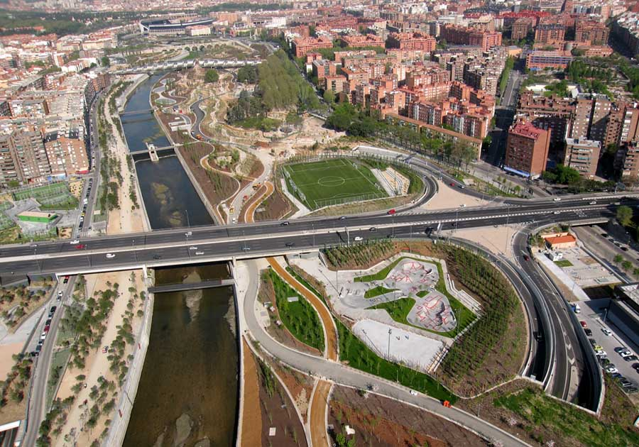 Madrid shows a grand vision by reclaiming its river front for West 8 architecture