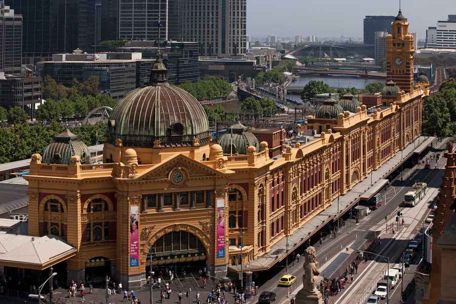 how to get to melbourne museum from flinders street station
