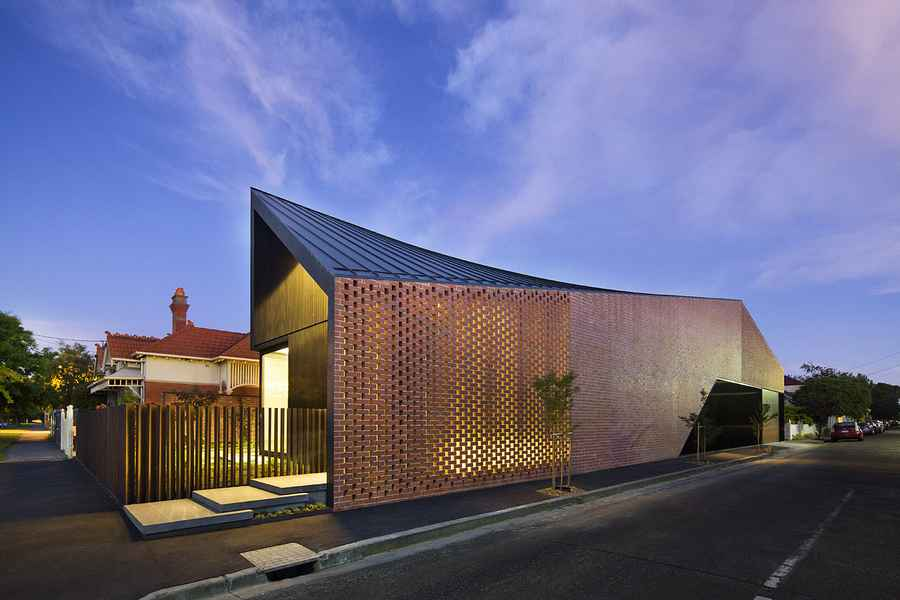 Barrow house melbourne residence brunswick property e for Architects melbourne