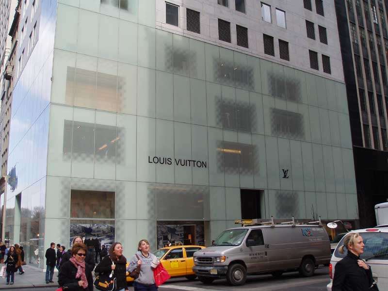 is there a louis vuitton outlet in new york