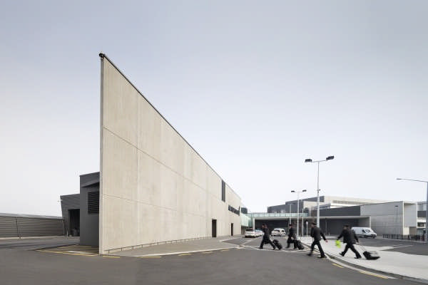 Christchurch airport regional terminal building e architect for Architects creative christchurch