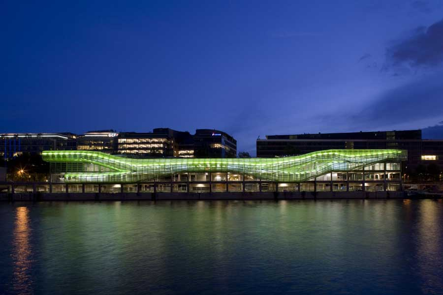 Cité de la mode et du design : Contemporary Parisian building