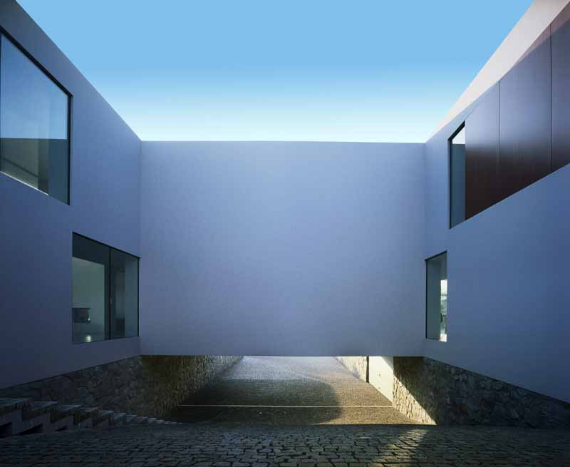 http://www.e-architect.co.uk/images/jpgs/poland/aatrial_house_kwkpromes06.jpg