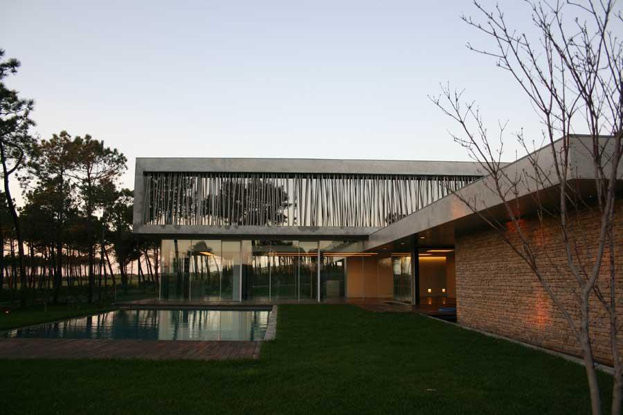 http://www.e-architect.co.uk/images/jpgs/portugal/cascais_house_a300910_rsm1.jpg