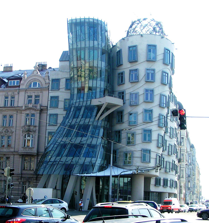 Dancing house prague fred and ginger building frank for The architect