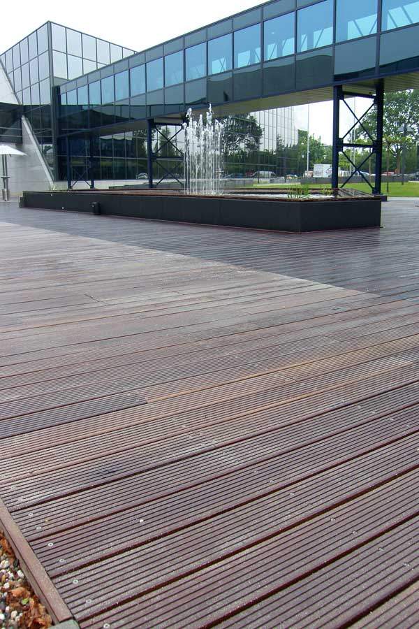 Vincent timber wood cladding decking products e architect for Timber decking materials