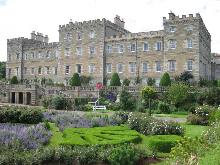 http://www.e-architect.co.uk/images/jpgs/scotland/mellerstain_house_aw010709_4.jpg
