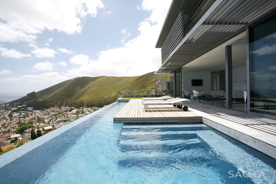 Head road 1815 cape town residence e architect for Infinity pool design uk