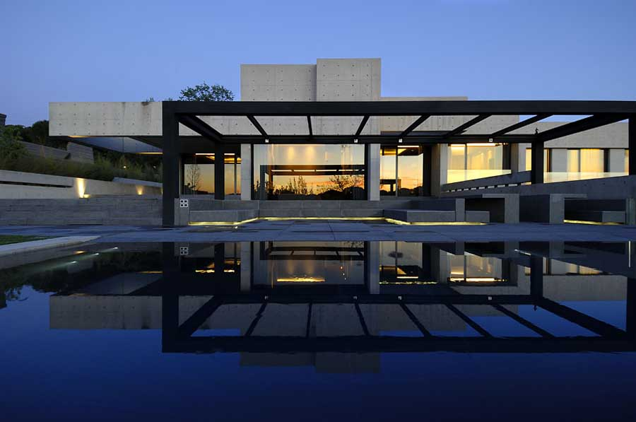 Concrete house contemporary spanish home e architect for Modern concrete home designs