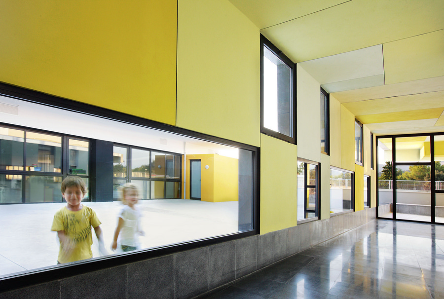 Consell Spain  city photos gallery : Consell Kindergarten Building School Complex Bartomeu Ordines Consell ...