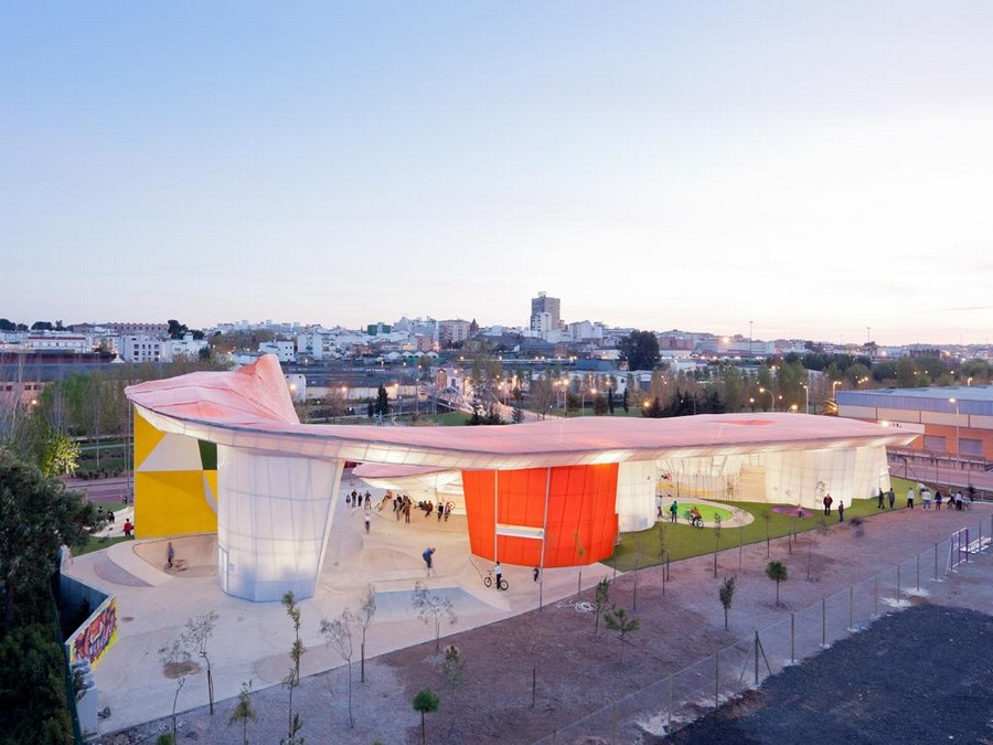 Merida youth factory selgascano merida factory youth for Youth center architecture
