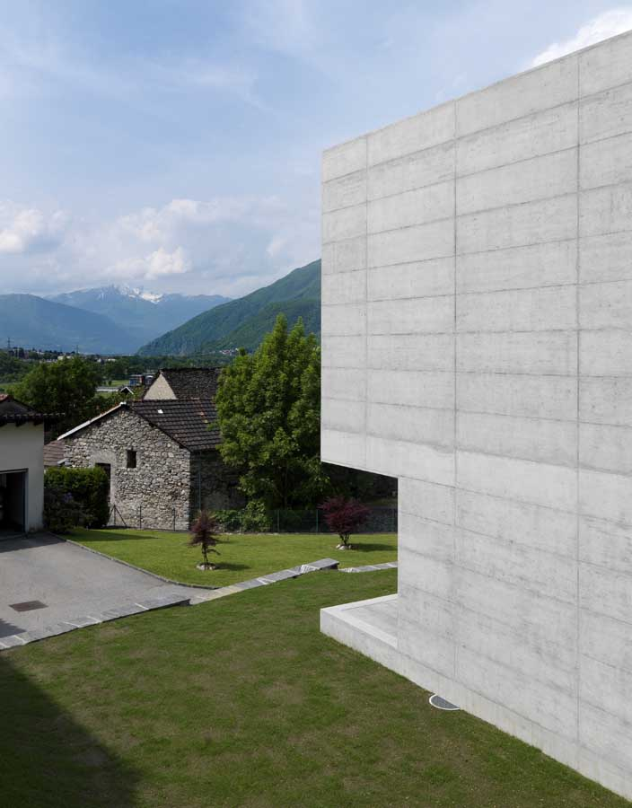 http://www.e-architect.co.uk/images/jpgs/switzerland/lumino_house_d040610_9.jpg