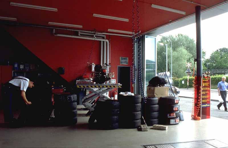 Zurich Building Switzerland Tyre Shop Art Exchange E
