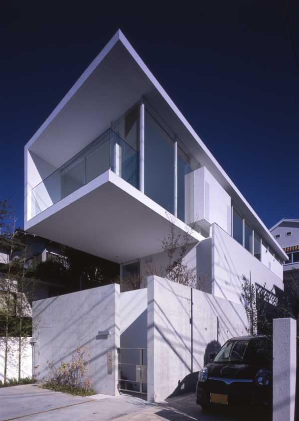 Tokyo houses japan homes property e architect for Small japanese house design in tokyo by architect yasuhiro yamashita