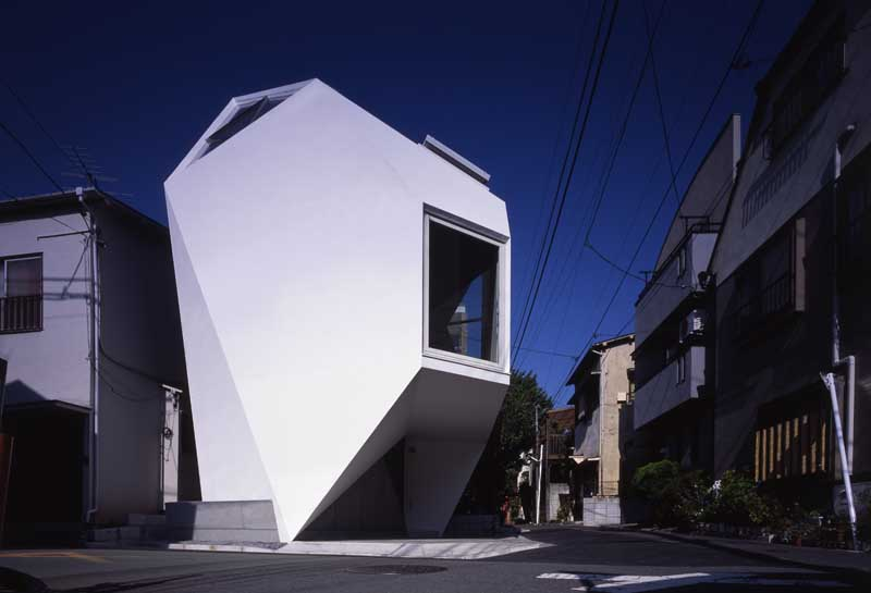 Reflection of mineral house tokyo property e architect for Architecture tokyo
