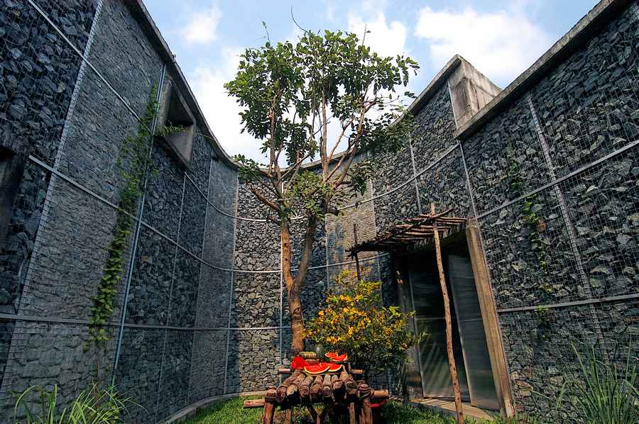 Ho chi minh city office rock house vietnam e architect for Cost to build a house in little rock