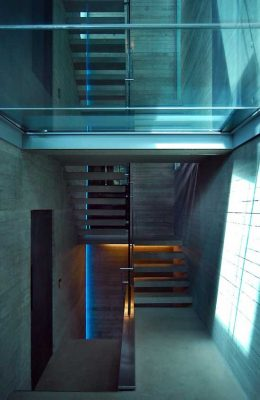 House in Highgate Cemetery stairs Eldridge Smerin architects