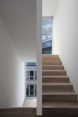 Townhouse O-10 Berlin building interior stairs