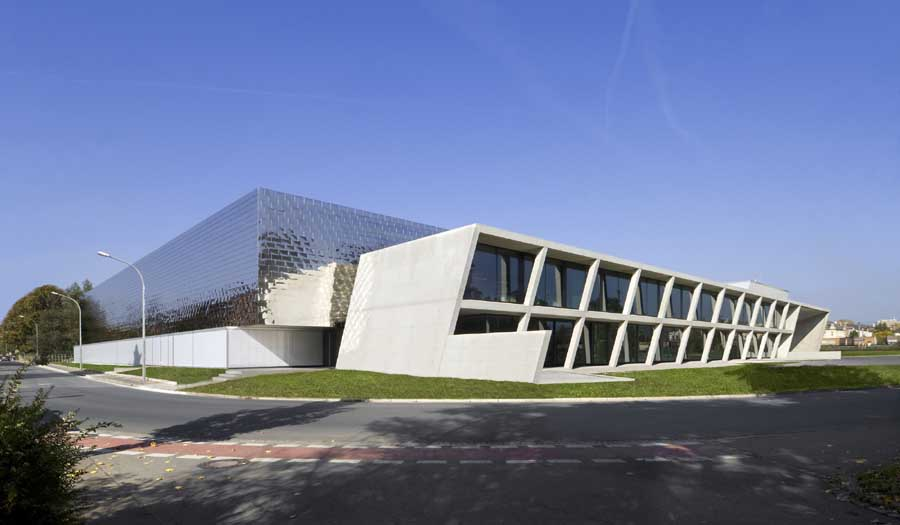 Gfc coswig dresden building by wurm wurm e architect for Modern factory building design