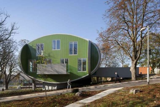 Maggie's Nottingham Cancer Caring Centre building design by Piers Gough