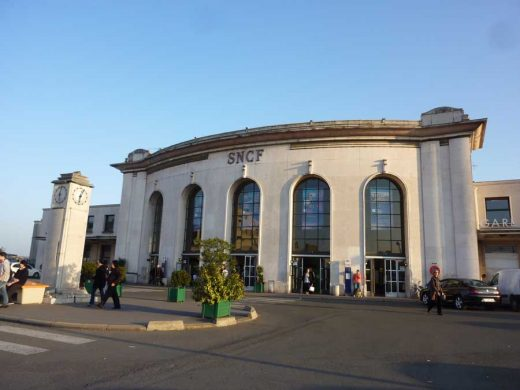 Gare Versailles-Chantier SNCF Railway Station France