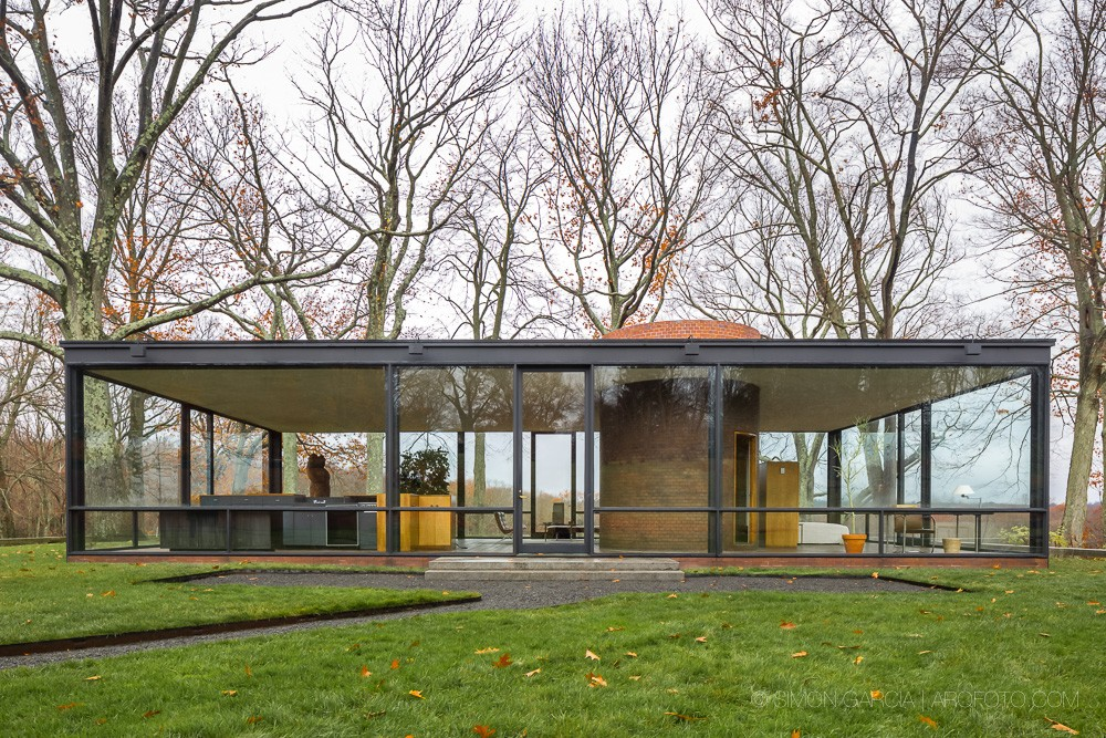 the houses of philip johnson Everyone knows the iconic glass house by american modernist philip johnson in new canaan, connecticut perhaps lesser known is a follow-up design, located just a five-minute drive away from the.