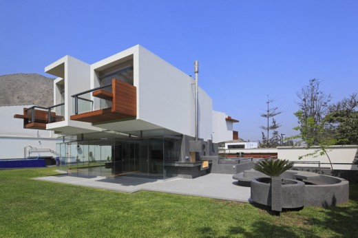 New Peruvian Residence design by Longhi Architects