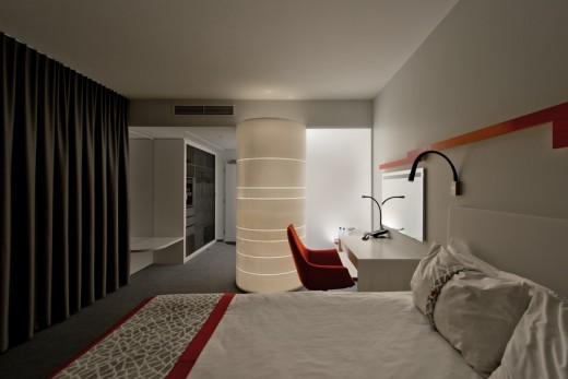 holiday-inn-with-dupont-corian-q251115-10