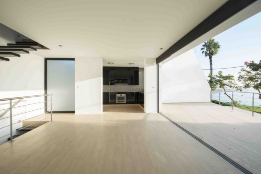 Vertical House in Lima